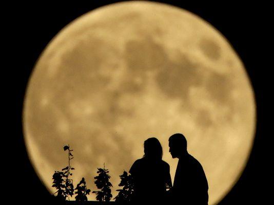 636096237023780167-moon-5